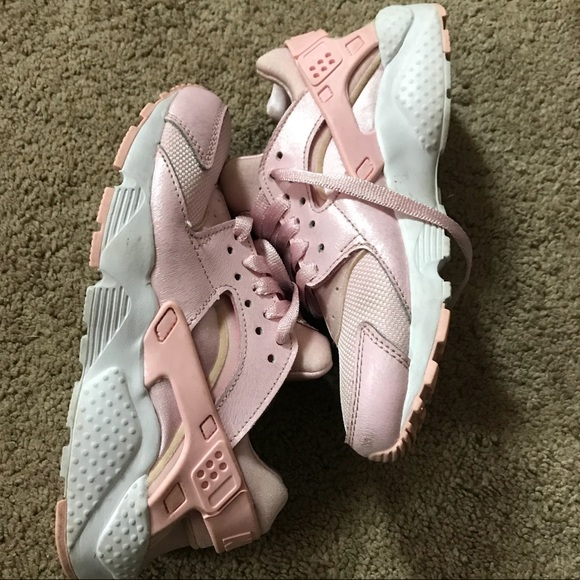 new style a24d1 a0324 Girls size 4 Huaraches - baby pink